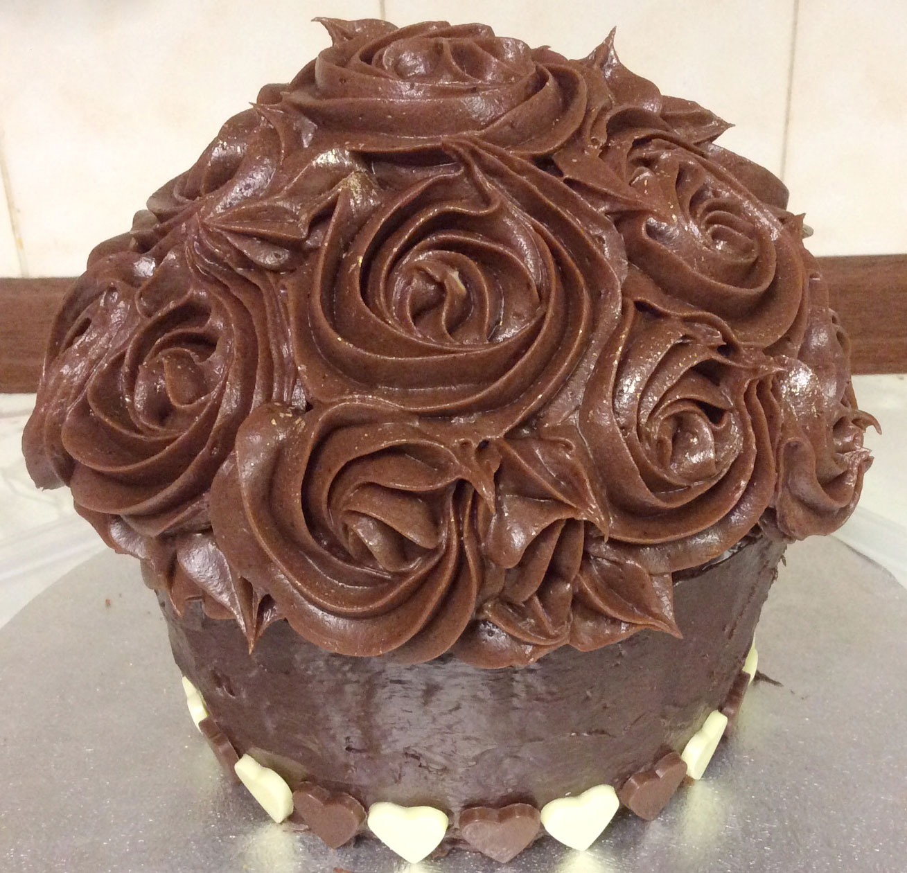 chocolate-carrot-cake-giant-cupcake-with-rose-swirls