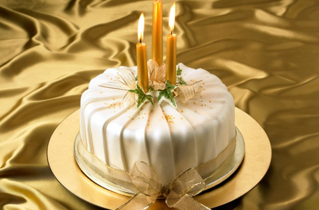 Pleated-shimmer-Christmas-cake