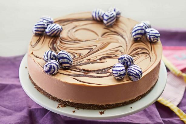 chocolate-cheesecake-with-crunchy-hazelnut-swirl-34118_l